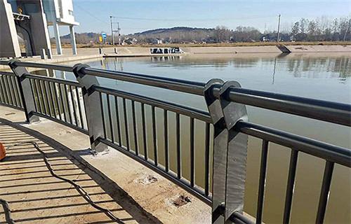 无锡桥梁护栏防撞钢板立柱制作与销售